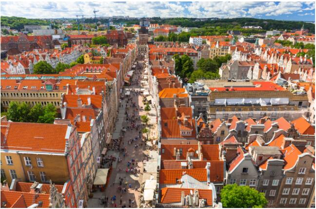 FLIGHTS, ACCOMMODATION AND MOVEMENT IN POLAND