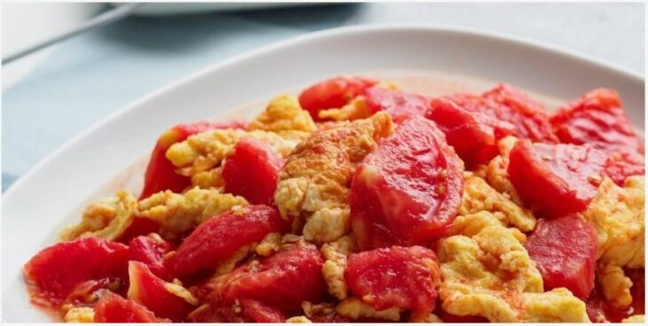 Fried egg and tomato